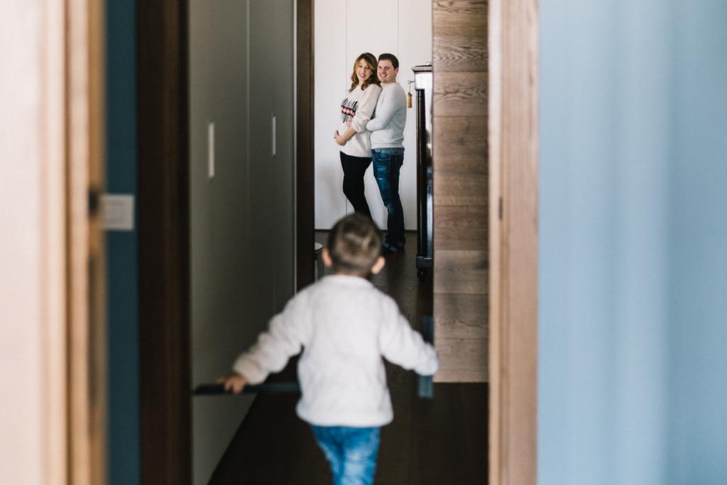 fotografare una maternity in casa